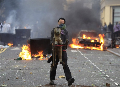 London-Riot-a-masked-looter-carries-a-toy-in-hackney