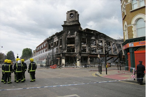 London-Riot-firefighters-put-out-a-blaze-on-high-road-tottenham
