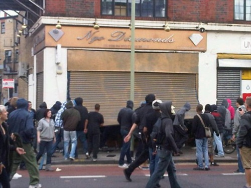 London-Riot-looters-break-into-ngo-diamonds-in-hackney