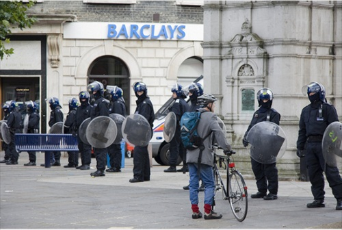 London-Riot-police-guard-a-barclays-in-lewisham