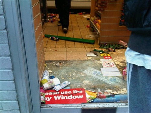 London-Riot-the-spar-petrol-station-after-the-looters-broke-into-it