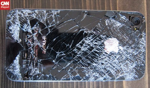 iPhone 4 Survives 13,000 Foot Fall