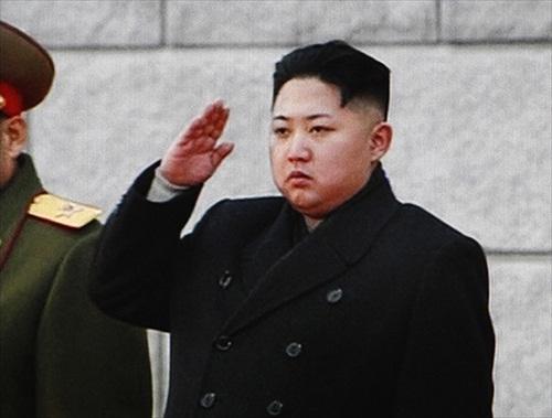 Kim-Jong-Il-youngest-son-Jong_Un_salutes
