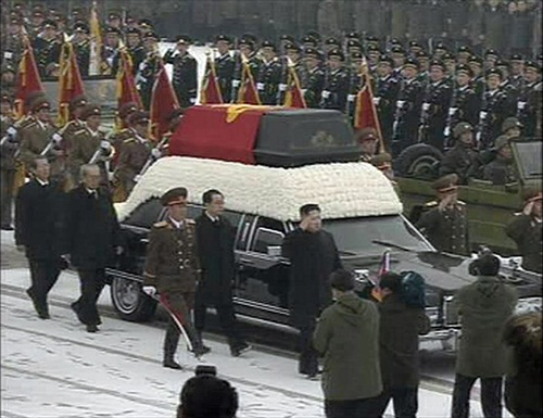 Kim-Jong-Il-Funeral_Jong_Un_besides_convoy uncle Jang Song Thaek