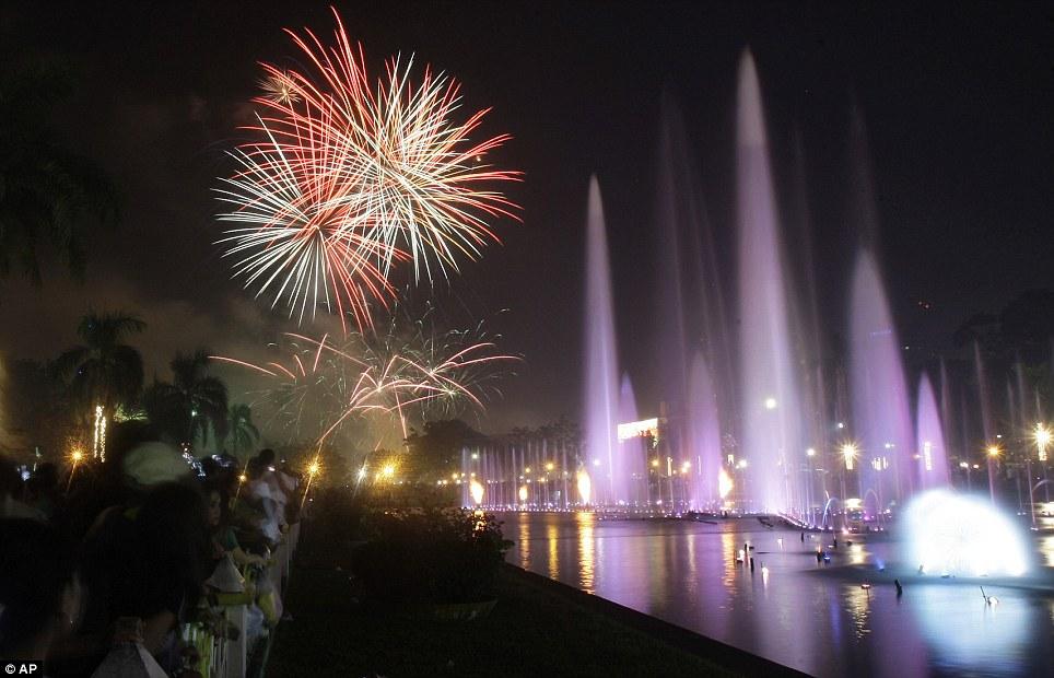 New Year 2012 Fireworks - Philippines Manila