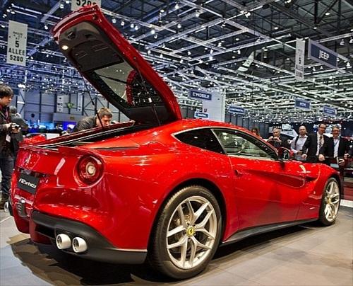 Geneva Motor Show 2012 Ferrari F12 Berlinetta - 8