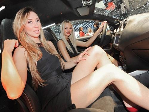 Geneva Motor Show 2012 Girls - 1