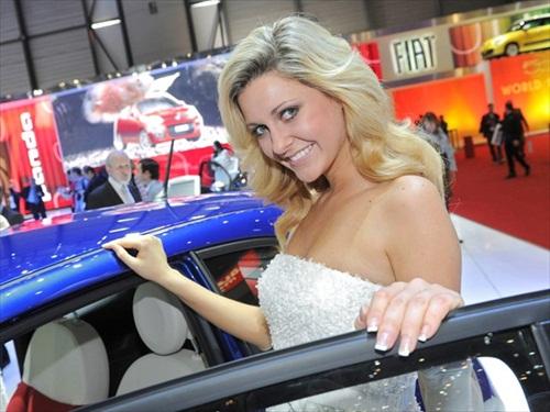 Geneva Motor Show 2012 Girls - 3