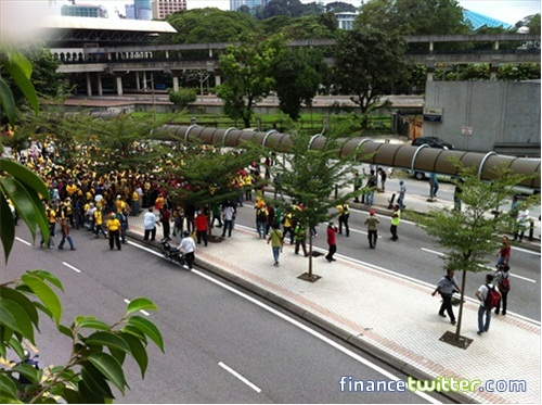 Bersih 3.0 FinanceTwitter Crowd From Jln Tun Sambanthan 1