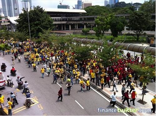 Bersih 3.0 FinanceTwitter Crowd From Jln Tun Sambanthan 3