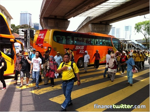 Bersih 3.0 FinanceTwitter Crowd Going To Menara Maybank 8