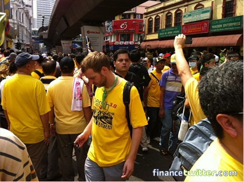 Bersih 3.0 FinanceTwitter Crowd Going to Dataran Merdeka 4