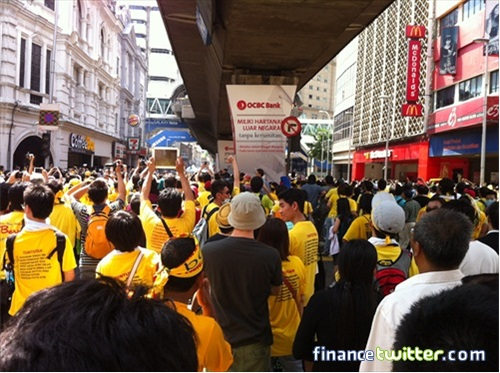 Bersih 3.0 FinanceTwitter Crowd Going to Dataran Merdeka 5