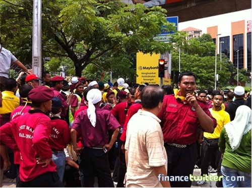 Bersih 3.0 FinanceTwitter Crowd Reaching Menara Maybank 4