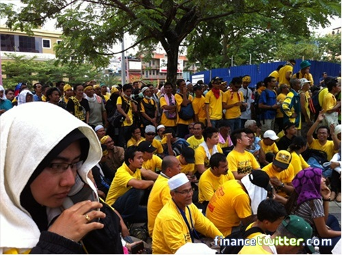 Bersih 3.0 FinanceTwitter Crowd Reaching Menara Maybank 8