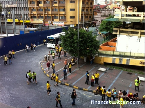 Bersih 3.0 FinanceTwitter Crowd Resting at Old Klang Bus Station