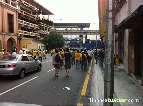 Bersih 3.0 FinanceTwitter Crowd Running After Tear Gas Going Pasar Seni LRT