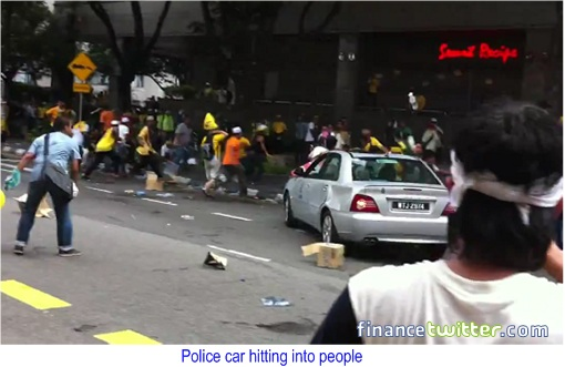 Bersih 3.0 Police Car Hitting People 1