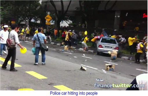 Bersih 3.0 Police Car Hitting People 3