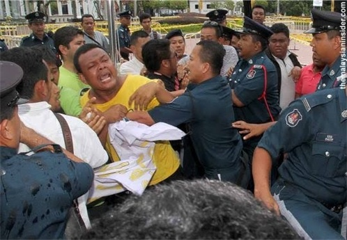 DBKL Thugs Occupy Dataran Activists 1