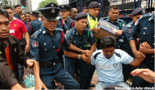 DBKL Thugs Occupy Dataran Activists 2