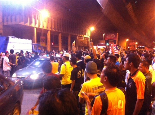 People Flocking to Dataran Merdeka Late Night Friday Before Bersih 3.0