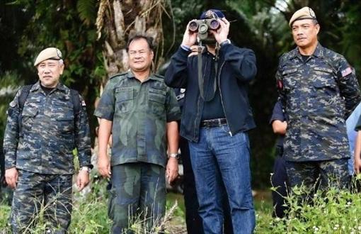 Sabah Invasion - Hishammuddin Hussein binoculars
