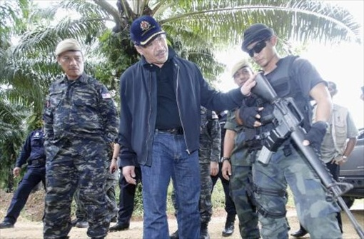 Sabah Invasion - Hishammuddin Hussein rifle