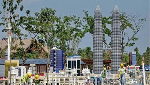 13GE - Kuala Lumpur Lego