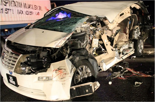 Karpal Singh Accident - Alphard KS9898 Damage
