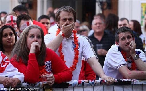 2014 FIFA World Cup - England Lost to Uruguay - Dejected England Fans 3