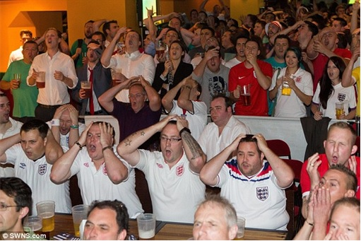 2014 FIFA World Cup - England Lost to Uruguay - Dejected England Fans 4