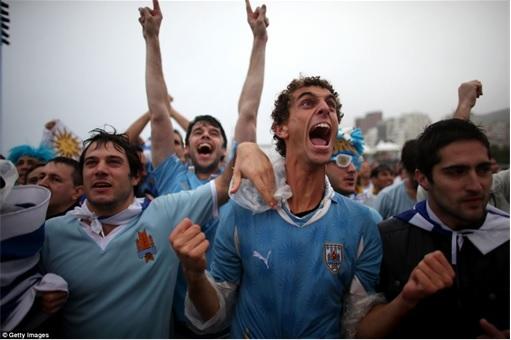 2014 FIFA World Cup - England Lost to Uruguay - Happy Uruguayan Fans