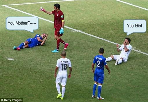 2014 FIFA World Cup - Uruguay Luis Suárez Bites Claudio Marchisio 3