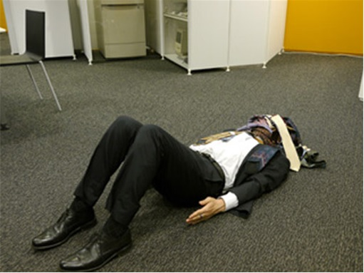 Japanese Culture - Drunken Sleeping in Public - 10