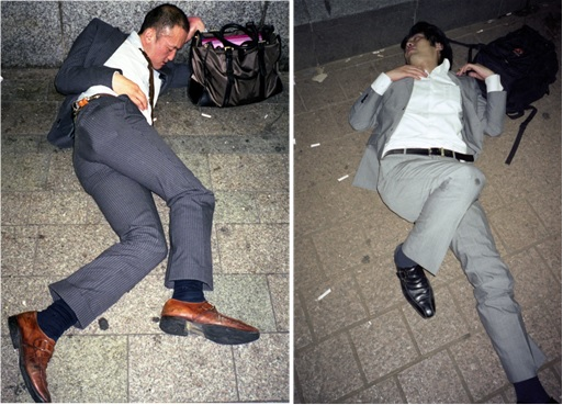 Japanese Culture - Drunken Sleeping in Public - 17