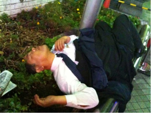 Japanese Culture - Drunken Sleeping in Public - 19