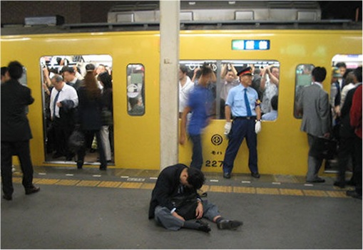 Japanese Culture - Drunken Sleeping in Public - 20