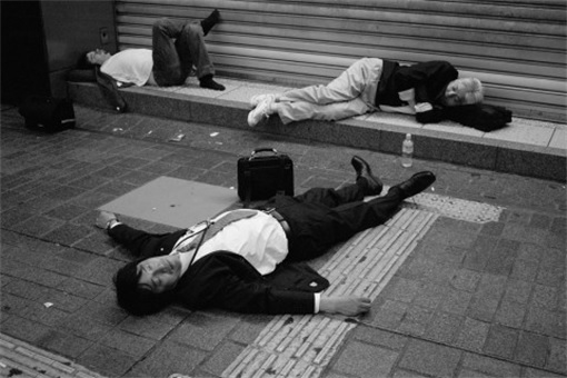 Japanese Culture - Drunken Sleeping in Public - 28