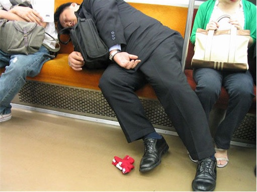 Japanese Culture - Drunken Sleeping in Public - 6