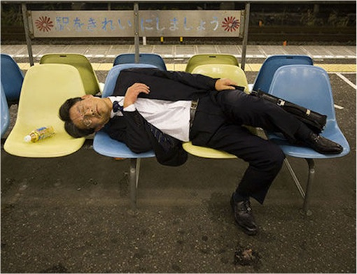 Japanese Culture - Drunken Sleeping in Public - 8