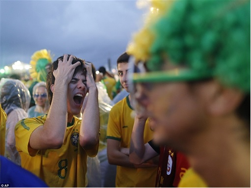 2014 FIFA World Cup - Brazil Lost 1-7 to Germany - Brazil Fans Dejected 2