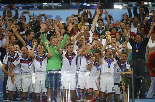 2014 FIFA World Cup - Germany Celebrates 1-0 Win Against Argentina - Lifting Trophy -2