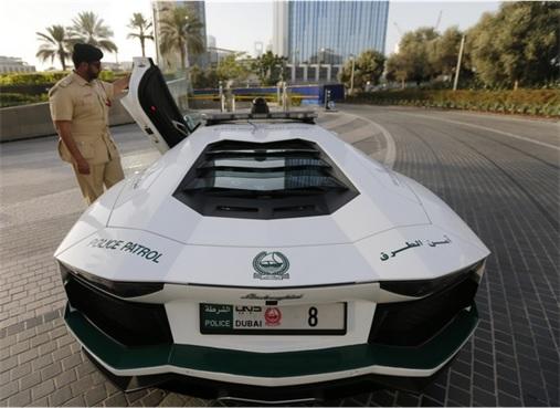 Exotic Dubai Police Force's Fleet of Supercars - Lamborghini Aventador 3