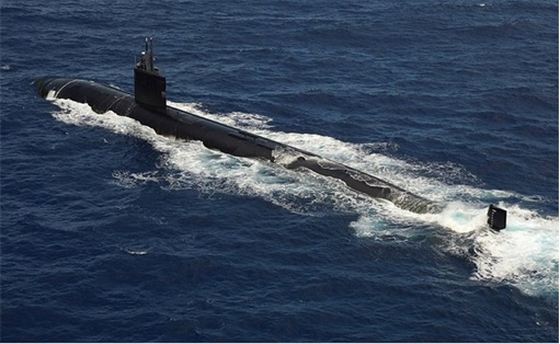 RIMPAC 2014 - A U.S. Navy Los Angeles-class submarine transits the surface in formation