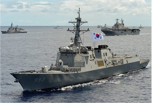 RIMPAC 2014 - Republic of Korea ship Seoae Ryu Seong-ryong (DDG 993) steams in close formation