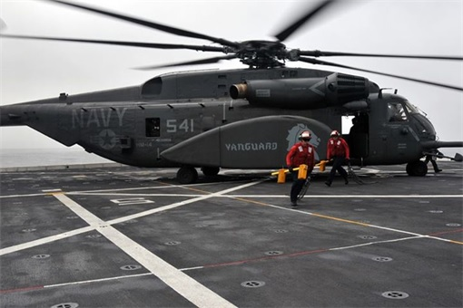 RIMPAC 2014 - Sailors aboard USS Anchorage (LPD 23) prepare an MH-53E helicopter for flight operations
