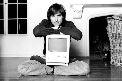 Apple Steve Jobs hugging Macintosh