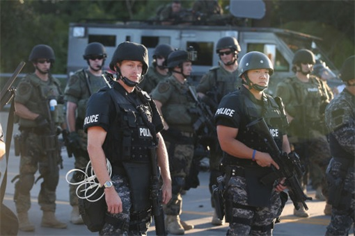 Ferguson Clashes - Ferguson Police Like Military Unit - In Full Gear 2