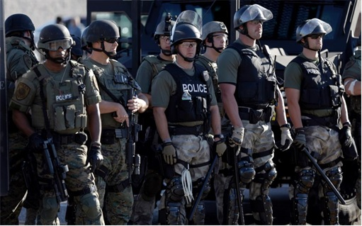 Ferguson Clashes - Ferguson Police Like Military Unit - In Full Gear 4